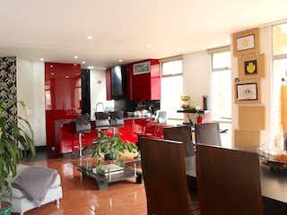 Una sala de estar llena de muebles y una planta en maceta en Apartamento en Chapinero alto con terraza