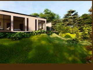 Una foto de una casa en la hierba en Casa campestre unidad cerrada sector aeropuerto JMC