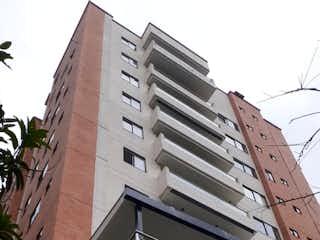 Un edificio con un reloj en el costado en Venta de Apartamento El Poblado, Medellín