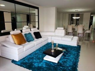 Una sala de estar llena de muebles y una mesa en Apartamento en venta en Las Vegas, 200m² con Balcón...