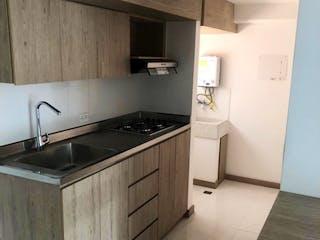 Una cocina con un fregadero y una estufa en Venta Apartamento Medellín Belén Las Mercedes  P.2 C.3351053
