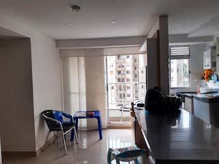 Una sala de estar llena de muebles y una ventana en Apartamento en Venta RODEO ALTO