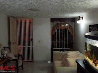 Una sala de estar llena de muebles y una chimenea en Estrella del Sur (Tres Esquinas)