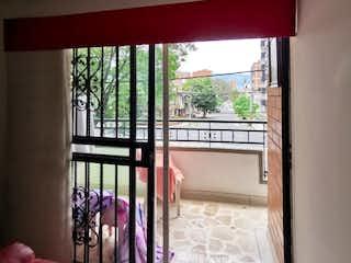 Una foto de una persona mirando por una ventana en Venta de Apartamento en Calasanz, Medellín