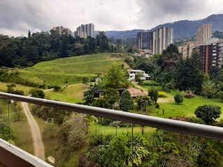 Una vista de una ciudad en la distancia en Camino Verde