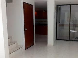 Una vista de un cuarto de baño con una puerta de cristal en Casa en venta en Loma de los Bernal, de 80mtrs2