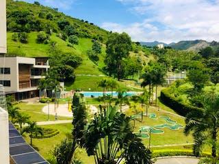 Una vista de un río con un puente en el fondo en Apartamento en venta en La Candelaria 51m² con Gimnasio...