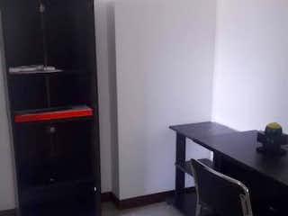 Una foto en blanco y negro de una sala de estar en Apartamento en venta en San Joaquín con Balcón...