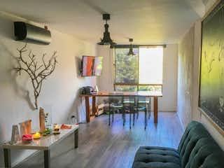 Una sala de estar llena de muebles y una mesa en Apartamento en venta en Los Almendros, de 75mtrs2