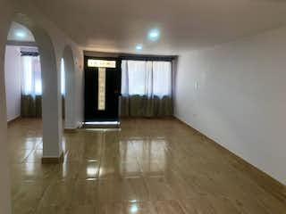 Una vista de una sala de estar y una sala de estar en Casa por el zoologico para la venta