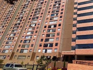 Un edificio alto con un edificio grande en el fondo en Apartamento En Venta En Bogota Timiza