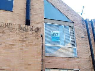 Un edificio de ladrillo con una planta en maceta en Casa En Venta En Bogota Chapinero Alto