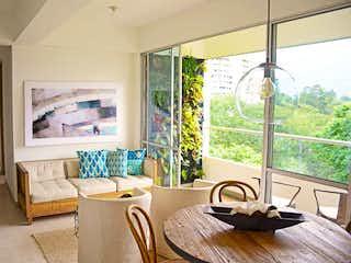Una sala de estar llena de muebles y una ventana en Lagos del Sur Mi Ciudad