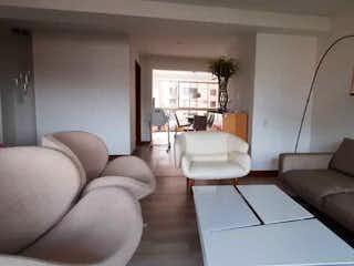 Una sala de estar llena de muebles y una ventana en Apartamento en venta en Casco Urbano Girardota de 3 habitaciones