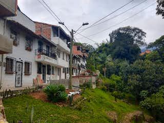 Una vista de una calle con un edificio en el fondo en Casa en venta en Altos de Barichara