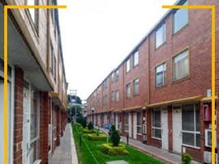 Una vista de una calle con un edificio en el fondo en CASA EN VENTA VILLA LUZ