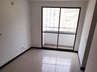 Un baño que tiene una ventana en él en Apartamento en venta en Niquía, de 72mtrs2
