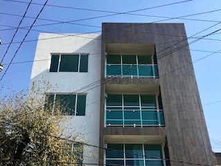 Un edificio con un reloj en el costado en Estrena departamento en Azcapotzalco