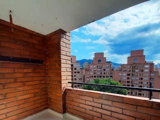 Una imagen de un edificio de ladrillo con una ventana grande en Dúplex en Envigado, Apartamento en venta en El Portal de 3 hab. con Balcón...