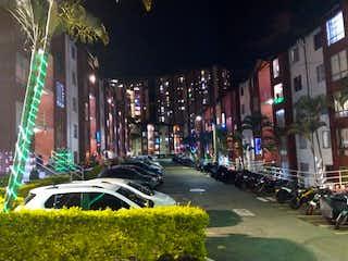 Una fila de coches estacionados en una calle de la ciudad en APARTAMENTO EN VENTA EN CALASANZ
