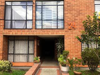 Un edificio de ladrillo con una planta en maceta en Apartamento En Venta En Bogota Carlos Lleras