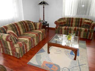 Una sala de estar llena de muebles y una mesa en Casa En Venta En Bogota La Calleja-Usaquén
