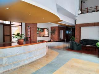 Una sala de estar con un sofá y una mesa en Venta apartamento, Teusaquillo, Bogotá