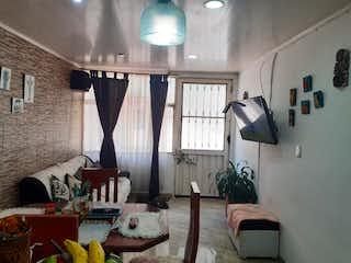 Una sala de estar llena de muebles y una lámpara de araña en Casa en venta en Villemar, de 220mtrs2