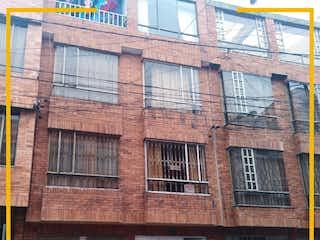 Un gran edificio de ladrillo con un reloj en él en Casa en venta en Bosques De Mariana, 140m²