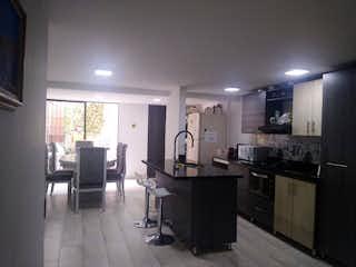 Una cocina con una mesa y sillas en ella en Casa en venta en Calasanz, de 171mtrs2