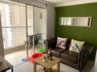 Una sala de estar llena de muebles y una ventana en Apartamento en venta en Loma de los Bernal, de 66mtrs2