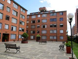 Un banco de parque en frente de un edificio en Apartamento En Venta En Bogota Cedritos-Usaquén