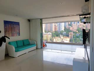 Una sala de estar llena de muebles y una ventana en Apartamento en Venta LA INFERIOR