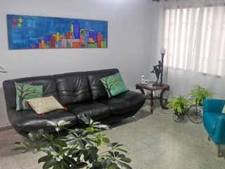 Una sala de estar llena de muebles y una planta en maceta en Casa en venta en Velódromo, de 184mtrs2