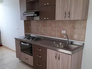 Una cocina con un fregadero y un horno de cocina en Apartamento en venta en Norteamérica, de 81mtrs2