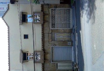 Venta De Casa, Con 6 Alcobas, 2 Closet Barrio Bombona