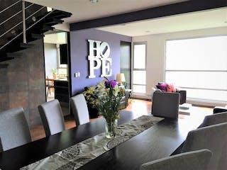 Una sala de estar llena de muebles y una gran ventana en VENTA DEPARTAMENTO (PH) EN OLIVAR DE LOS PADRES