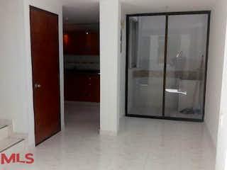 Un cuarto de baño con una puerta de ducha de cristal en Casas De Valbuena