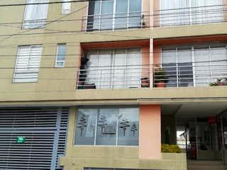 Un edificio que tiene una ventana en él en Apartamento En Venta En Bogota Suba Flores
