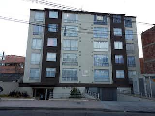 Un gran edificio con un gran edificio en el fondo en Apartamento En Venta En Bogota San Antonio Norte