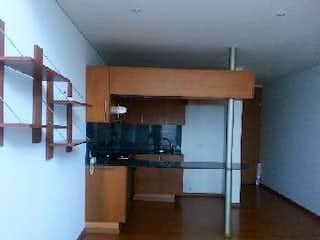 Una cocina con una estufa y un refrigerador en Apartaestudio En Venta En Bogota Chico