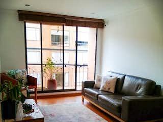 Una sala de estar llena de muebles y una ventana en Apartamento en venta en Batán, de 85mtrs2