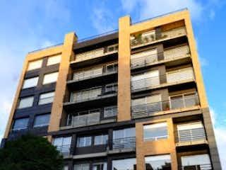 Un edificio alto con muchas ventanas en Apartamento en Venta ANTIGUO COUNTRY
