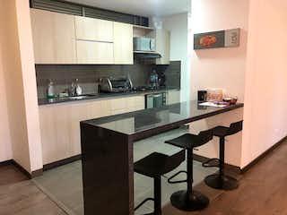 Una cocina con una mesa y sillas en ella en Apartamento en Venta LLANO GRANDE
