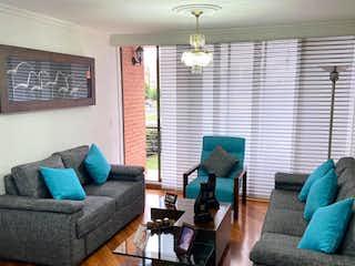 Una sala de estar llena de muebles y un sofá en APARTAMENTO EN COLINA CAMPESTRE