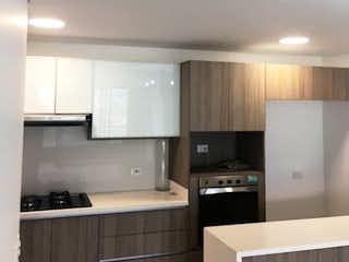 Una cocina con fregadero y nevera en Apartamento Envigado Las Brujas Vista