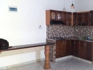 Una sala de estar con paneles de madera con un suelo de madera en Apartamento en venta en La Milagrosa 120m² con Balcón...