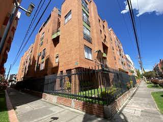 Un gran edificio de ladrillo en una calle de la ciudad en Apartamento en venta en Batán 99m²