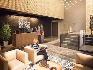 Una sala de estar llena de muebles y una chimenea en Apartamento en venta en La Macarena de 1 alcoba