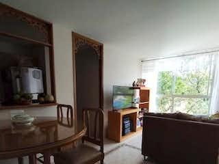 Una sala de estar llena de muebles y una ventana en Apartamento en venta en Belén Centro, de 59mtrs2